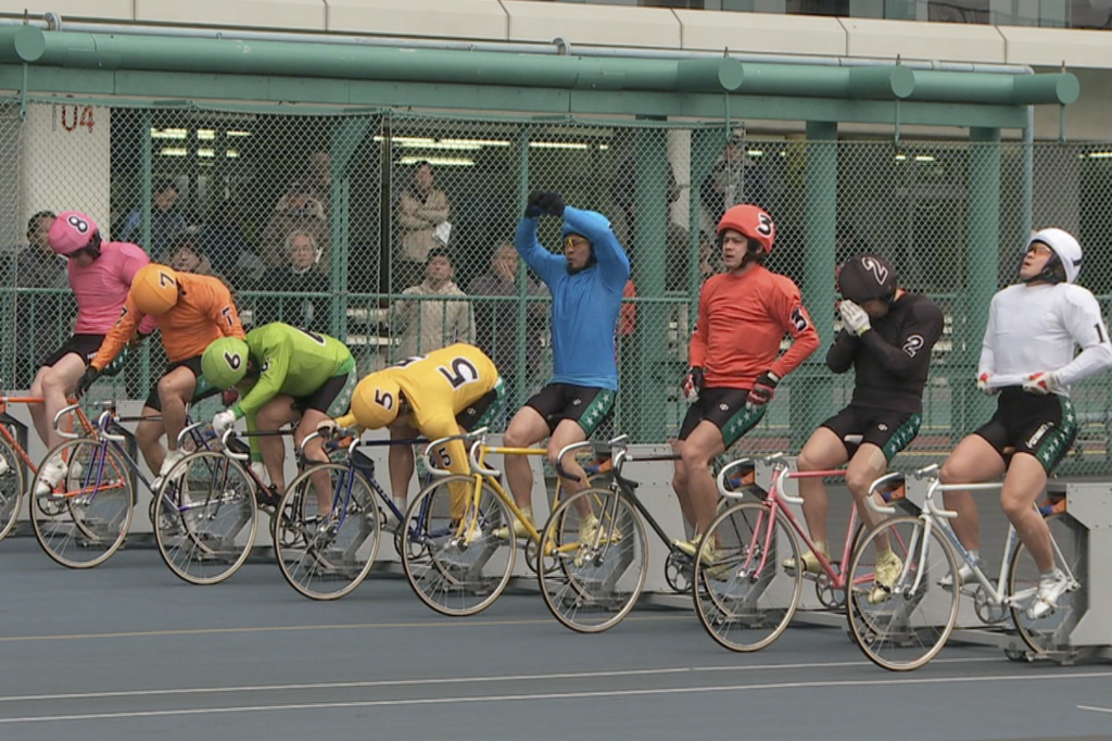 KEIRIN-LEADER-DON'T-CRASH-1
